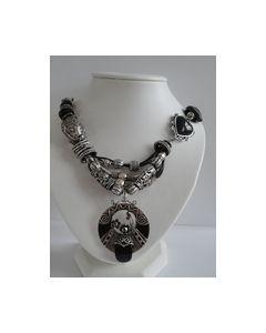 Collier zwarte steentjes met zilverkleurige kralen 0000001_small